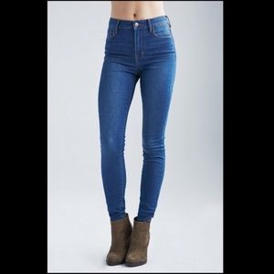 Bullhead High Rise Skinniest Jeans Medium Wash